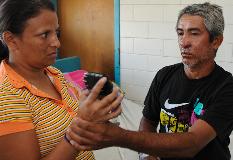 Pedro-Dubert-wife w mirror-6444